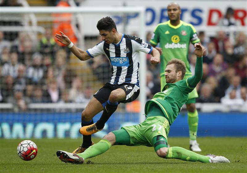 Newcastle, Sunderland Share Points In Relegation Derby