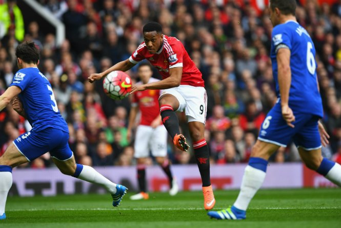United Pip Everton, Stay In Top Four Hunt