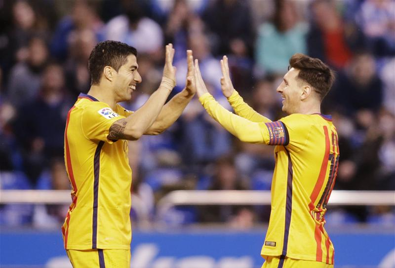 Suarez Scores Four As Barca End Losing Streak, Thump Deportivo