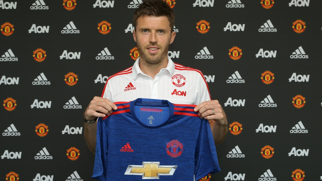 Carrick Signs New United Deal, Hails Mourinho