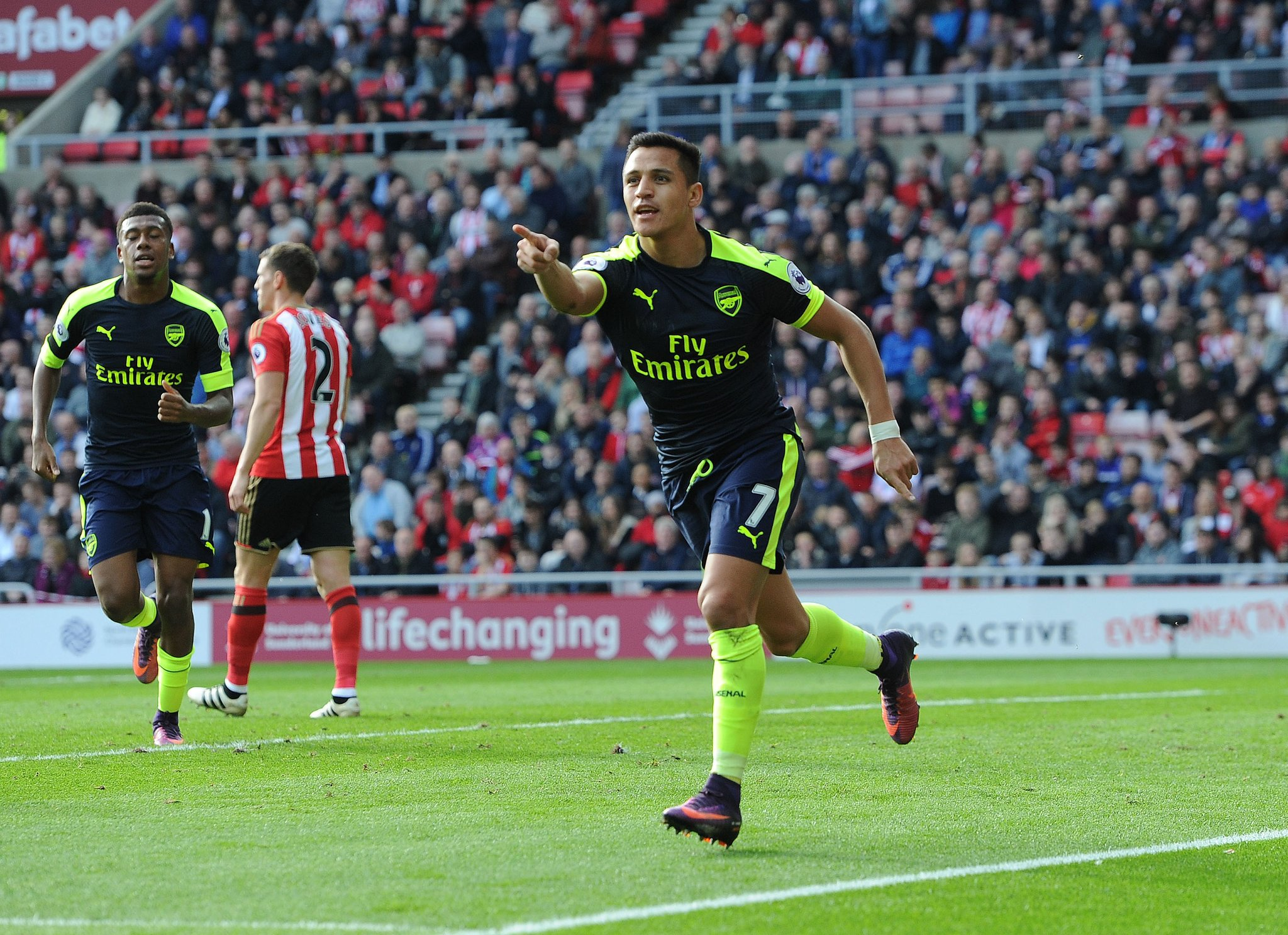 Iwobi Starts Again As Giroud, Sanchez Bag Braces Vs Sunderland