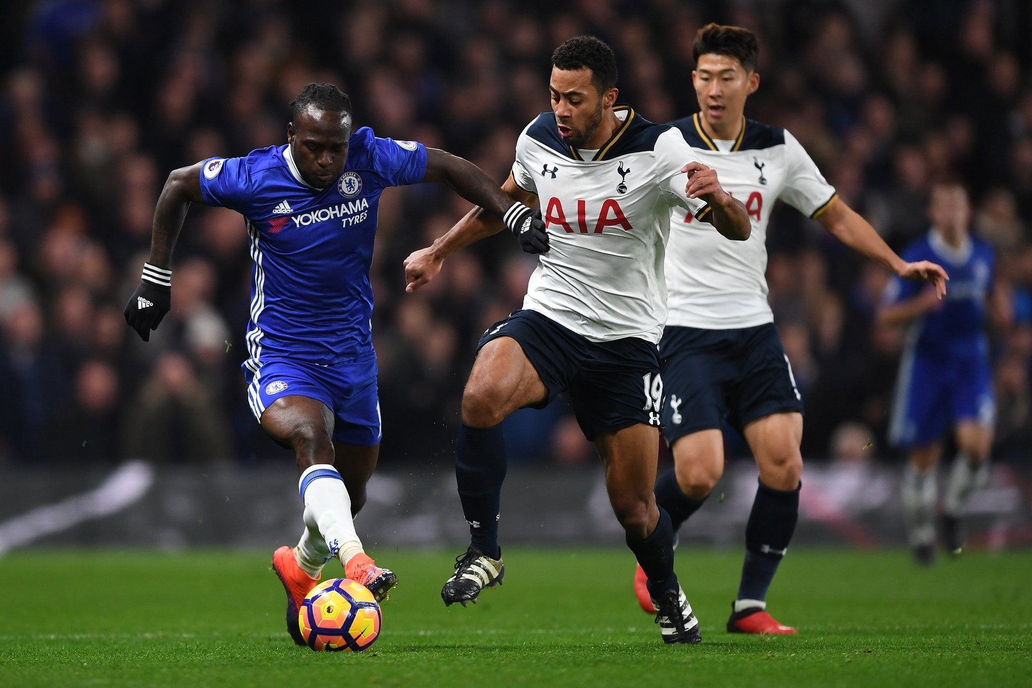 Chelsea Plan Moses Talks To Keep Off Barcelona