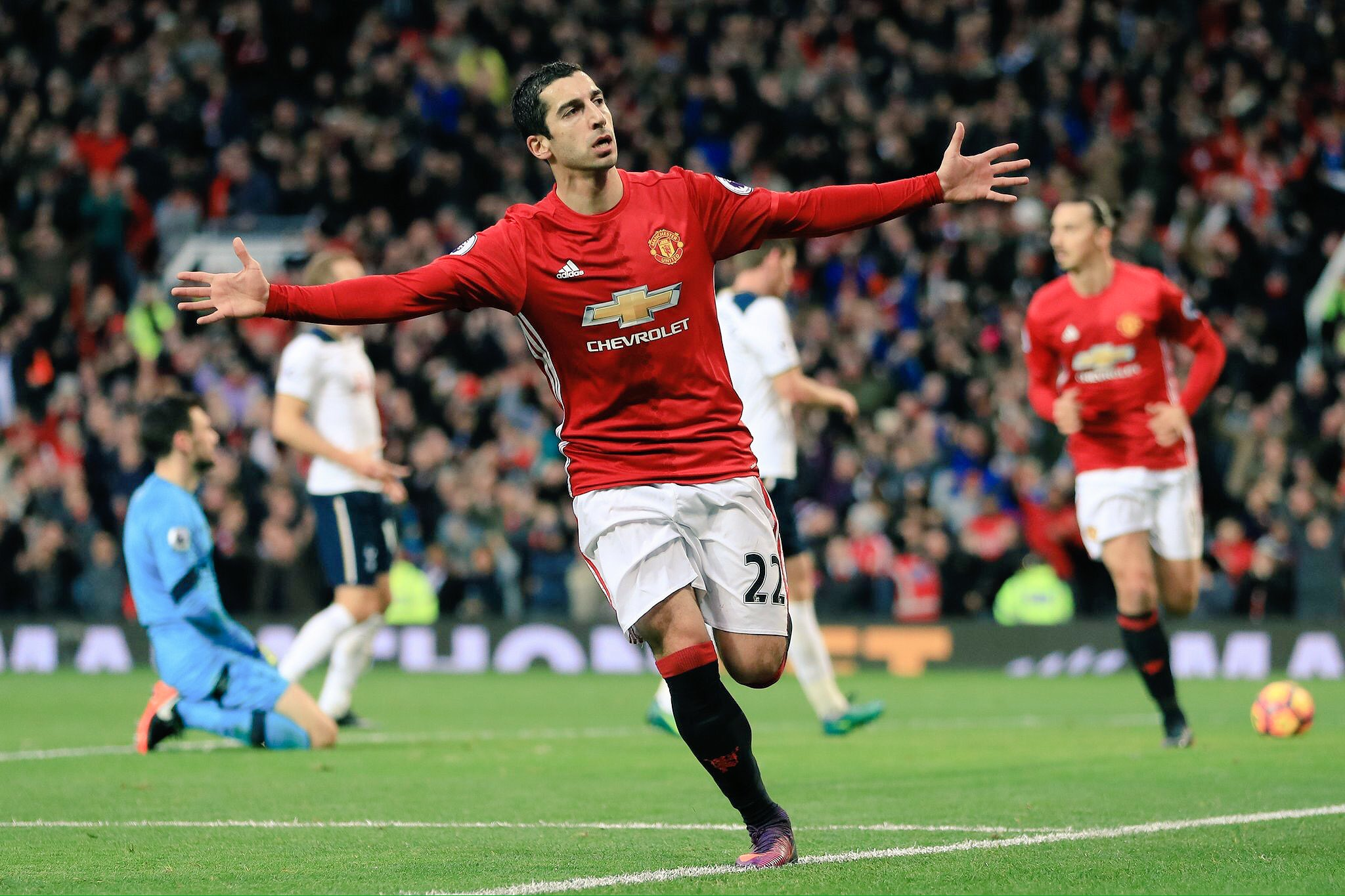 Mkhitaryan Scores First EPL Goal As United Edge Spurs