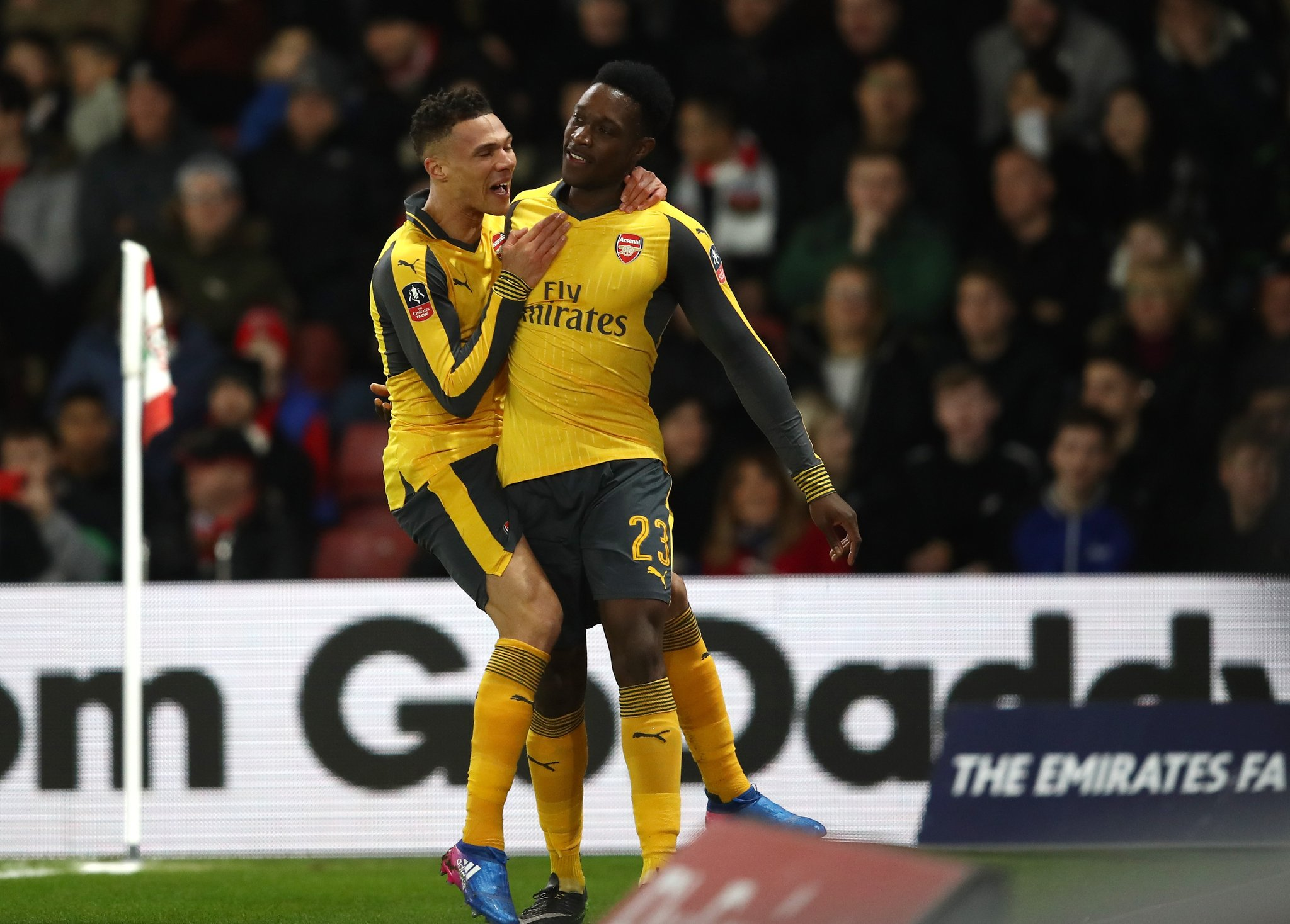 FA Cup: Walcott, Welbeck On Song As Arsenal Spank Southampton