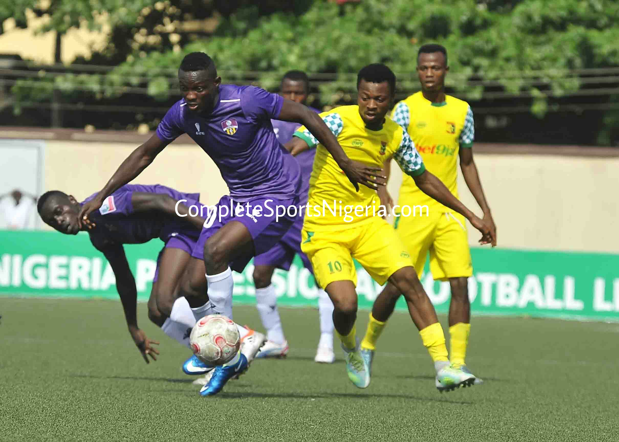 NPFL: Plateau Hold 3SC, Stay Top As 10-Man Pillars Outclass Enyimba; Rangers Fall