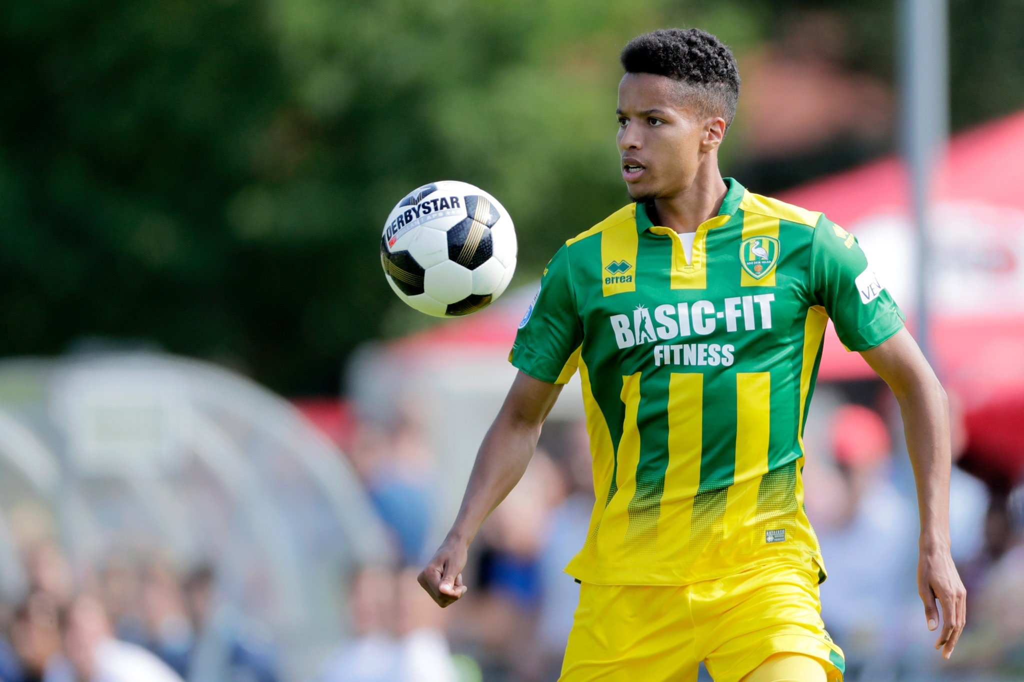 ROUND-UP: Ebuehi Injured In Den Haag Warm-Up As Ambrose Scores In Hibs Draw