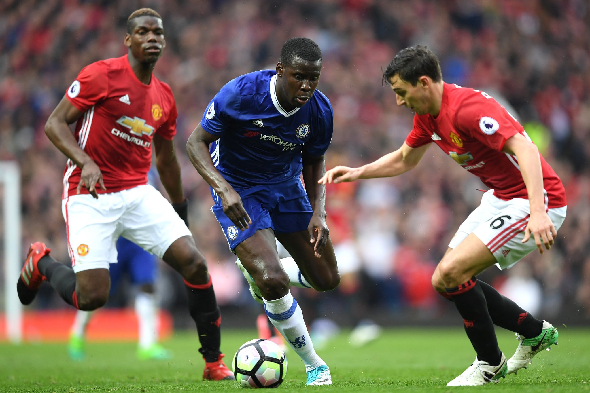 Moses Subbed Off As Man United Outclass Chelsea