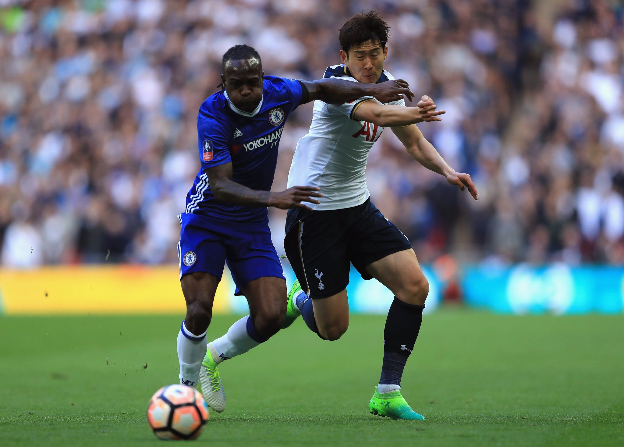 Moses Stars As Chelsea Outscore Spurs To Reach FA Cup Final