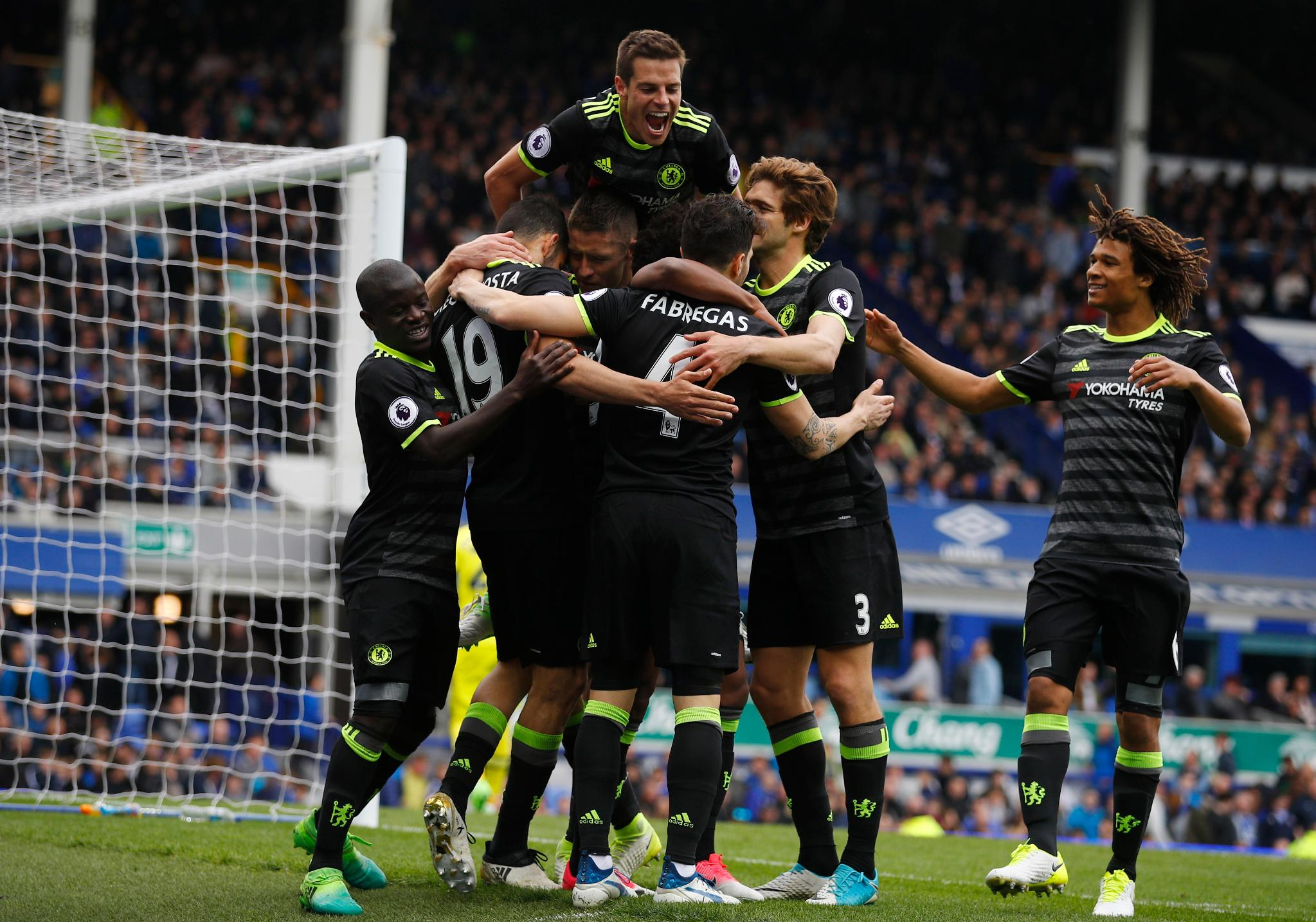 Moses Impressive As Chelsea Cruise Past Everton, Extend Lead