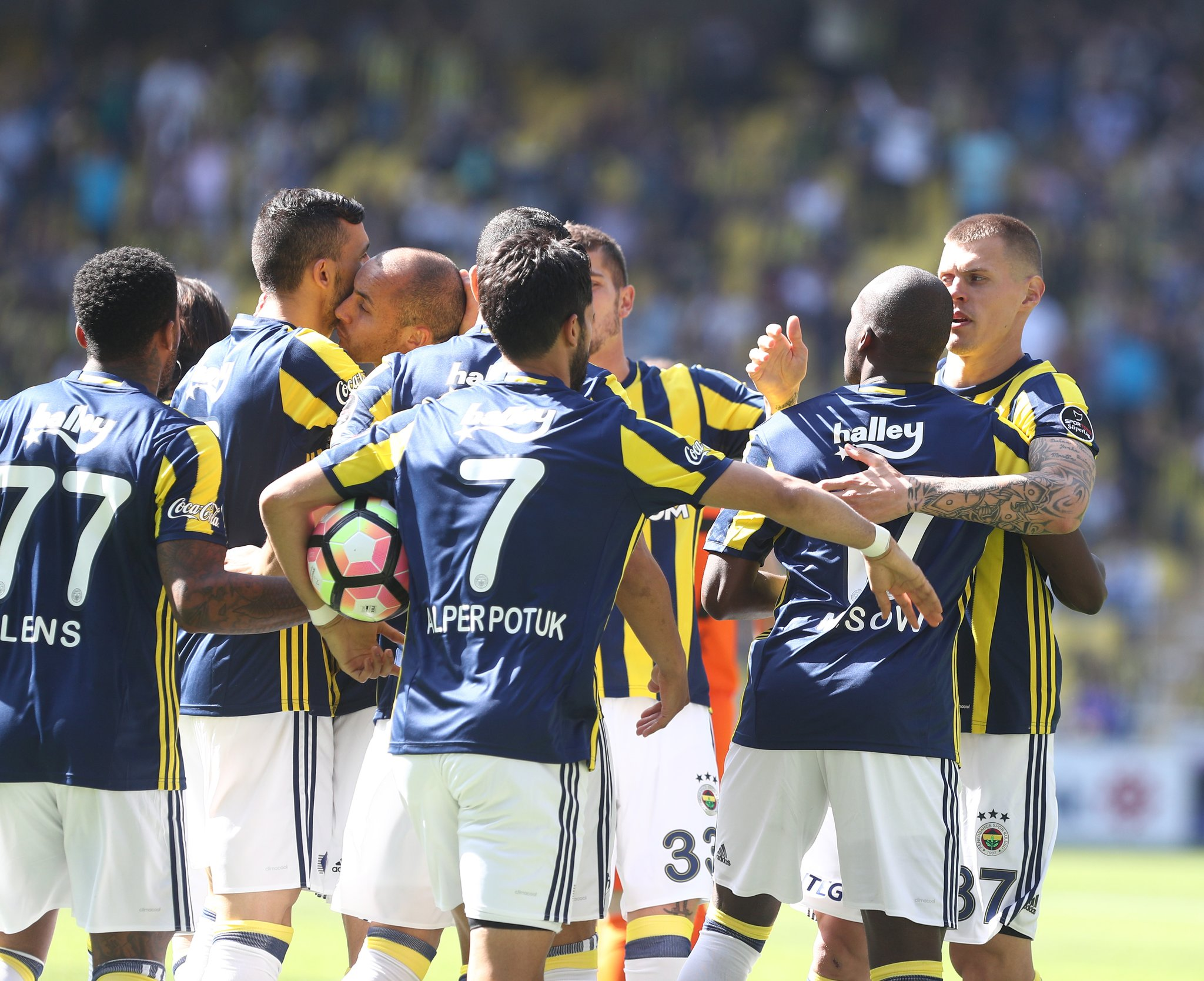 Emenike Makes First 2017 Appearance As Fenerbahce Edge Igiebor's Rizespor