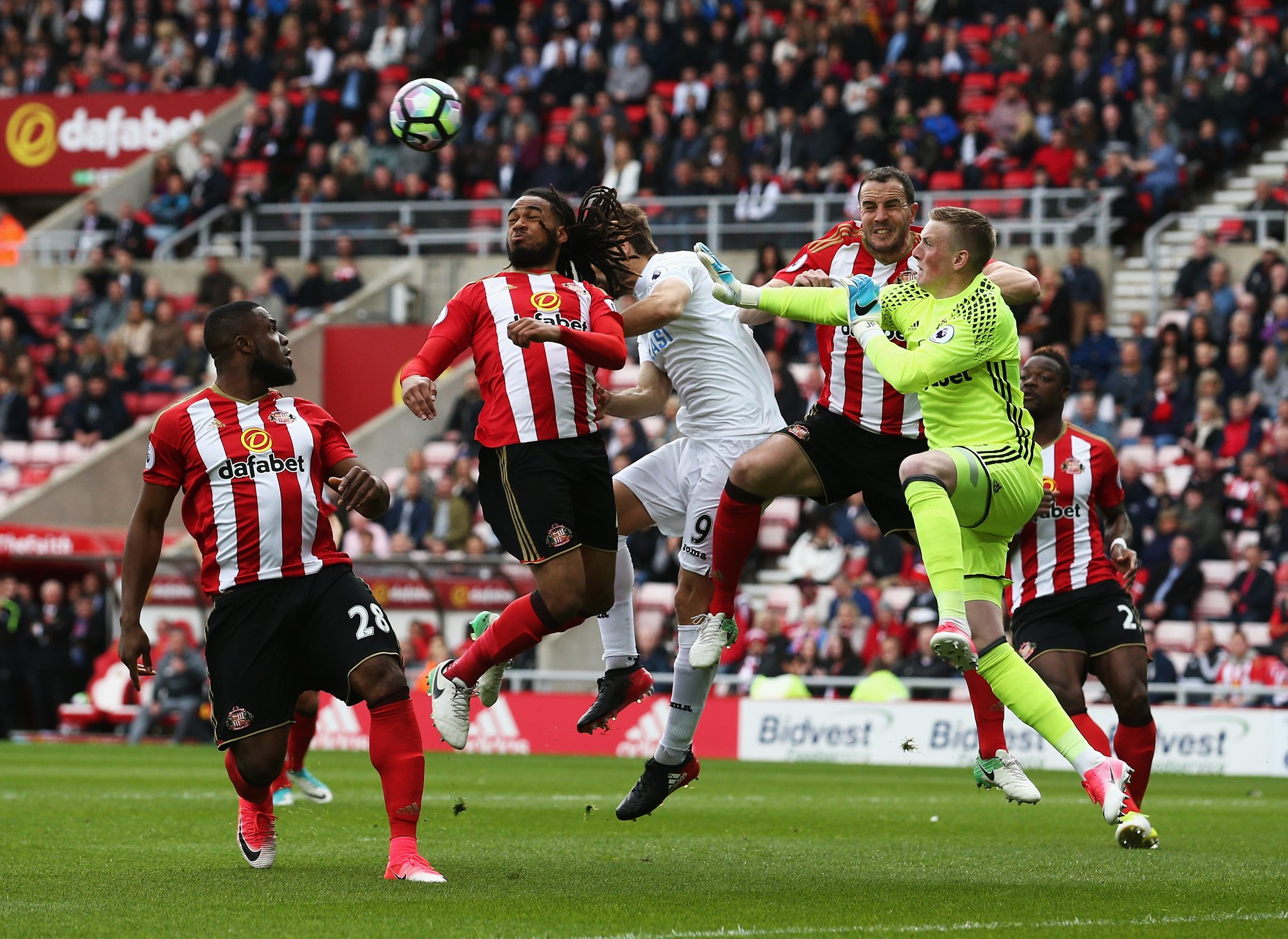 Anichebe Goes Off Injured As Sunderland Fall To Swansea