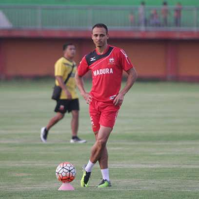 Odemwingie Serves Five Yellow Card Induced Suspension, Misses Madura Vs Gresik