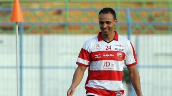 Odemwingie Urges Teammates To Win Today As Madura United Target Top Spot
