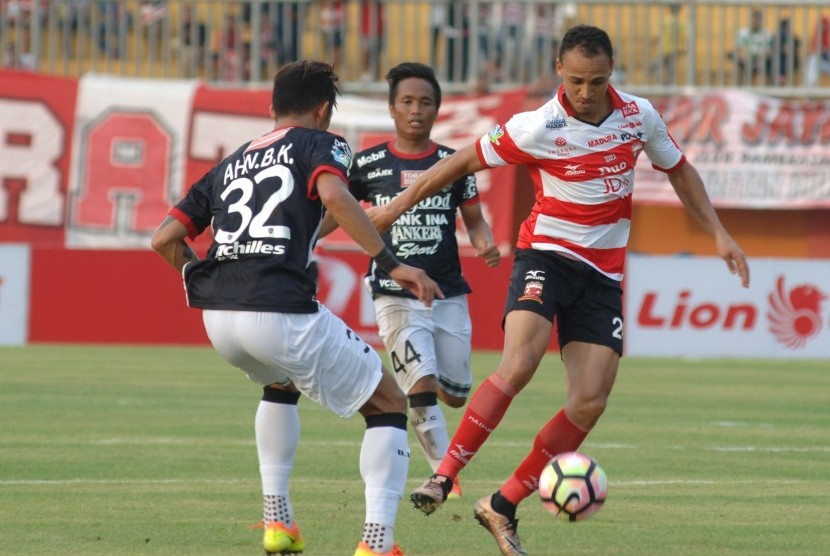 Odemwingie's Goal No.12 Can't Save Madura From Defeat