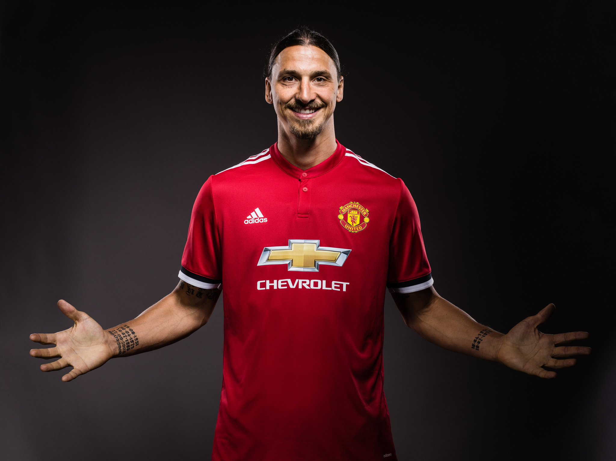 Zlatan Signs New Man United Deal, Gets No.10 Jersey