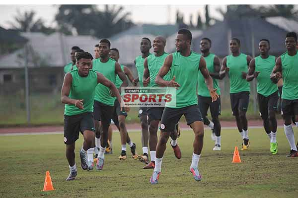 Inside Eagles Camp: Players Hit Gym For Poland