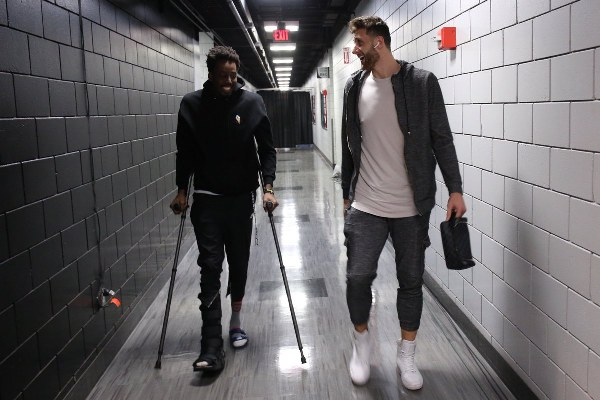 Basketball: Injured Aminu Out For 2-3 Weeks