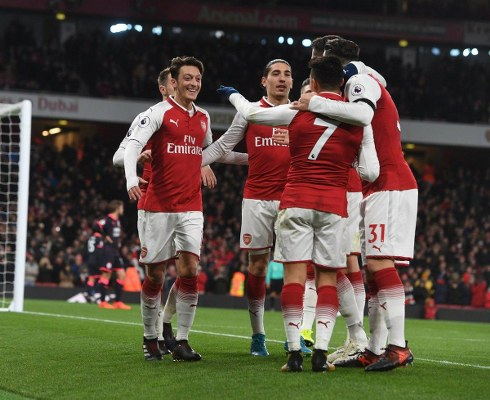 Wenger: Arsenal Beat  'Good Fighters' Huddersfield ‎With 'Freedom, Technical Play'