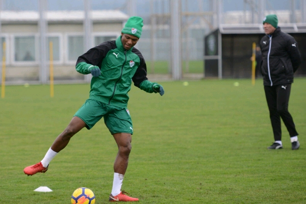 Abdullahi Takes Part In First Bursaspor Training, Set For Saturday Debut