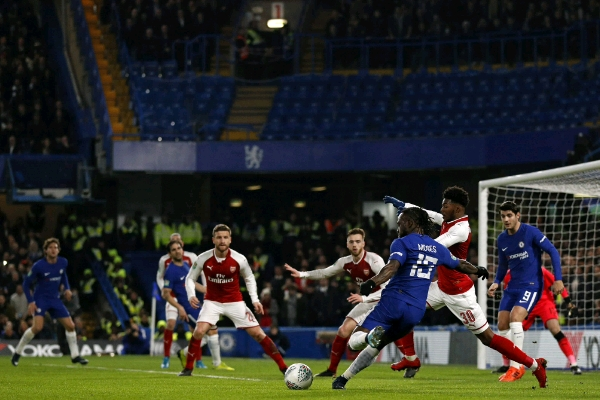 Carabao Cup Semi-Final: Moses, Iwobi Miss Chances, Wilshere Injured As Arsenal Hold Chelsea