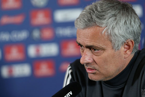 Mourinho Confirms Manchester United Shopping For Midfielder To Replace Retiring Carrick