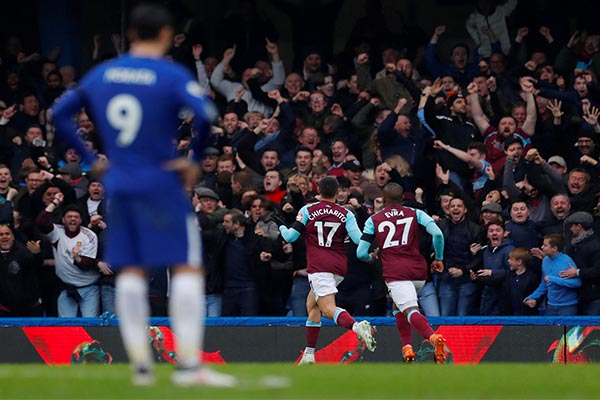 Moses In Action As West Ham's Chicharito Punishes Chelsea