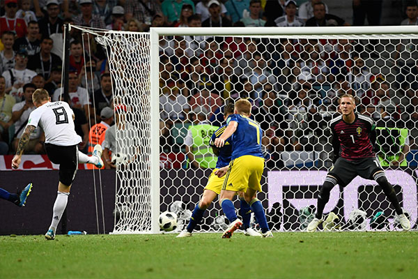 Ten-Man Germany Snatch Late Winner Vs Sweden To Stay Alive