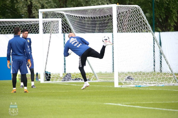 Argentina Keepers, Defenders Undergo Special Set Piece Training For Giant Iceland