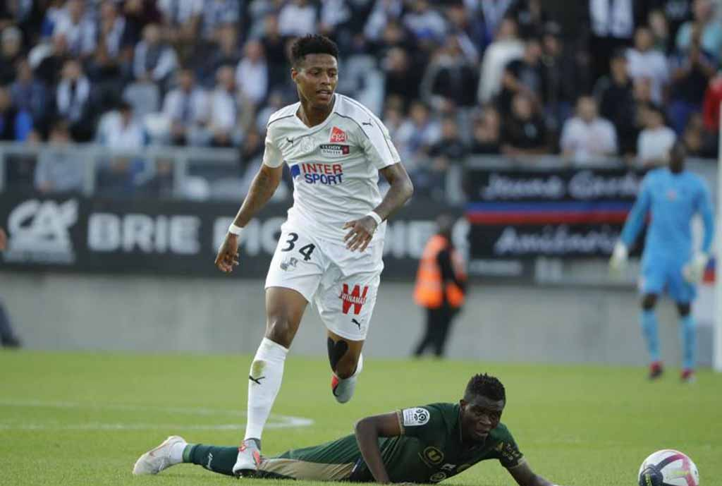 Amiens Confirm Zungu Blow