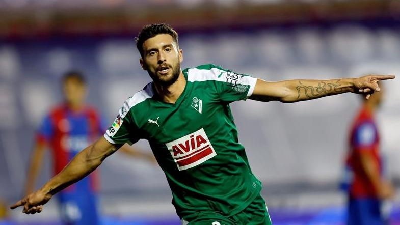 Alaves Hit By Borja Lay-Off