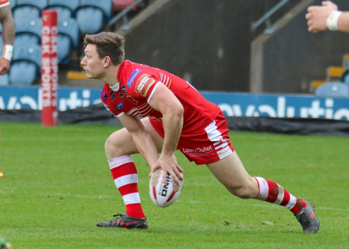 Injury-Plagued Hooker Leaves Salford