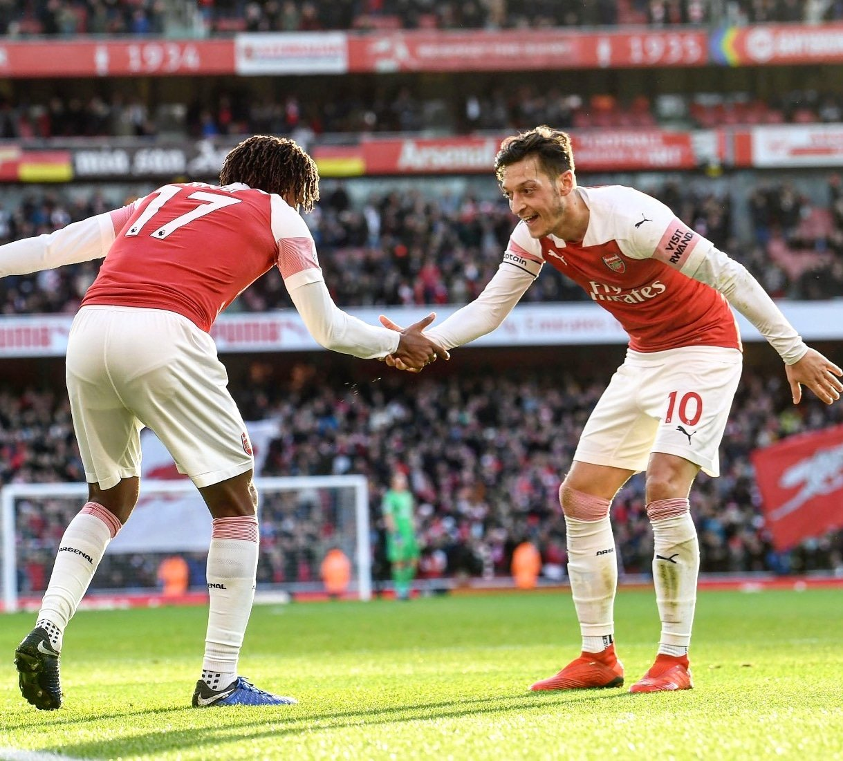 Emery: I'm Thinking How Ozil Can Help Arsenal, Not Transfer Rumours