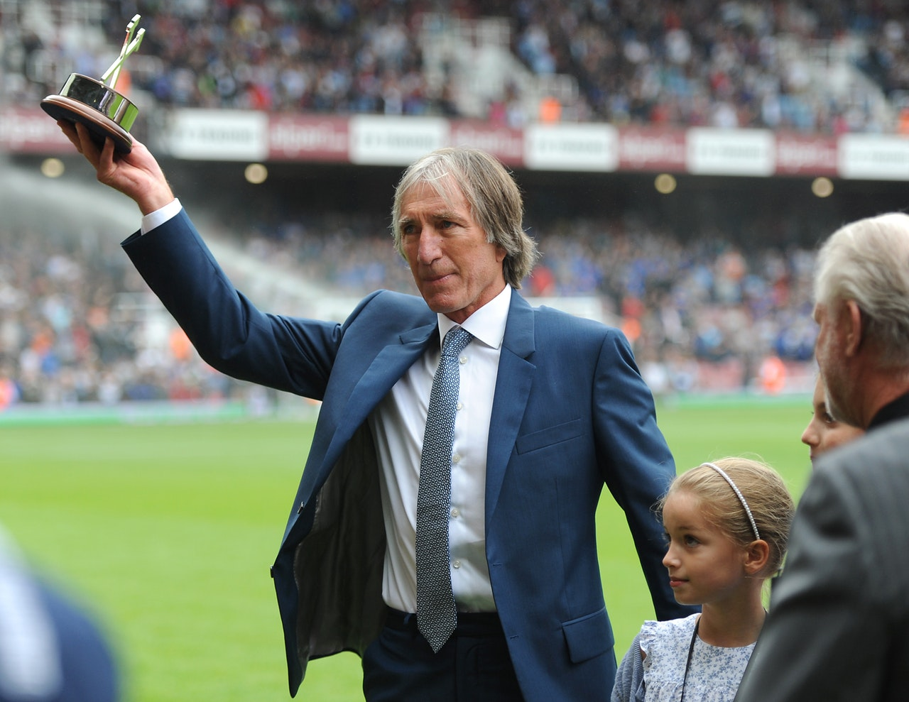 Bonds Delighted With Hammers Honour