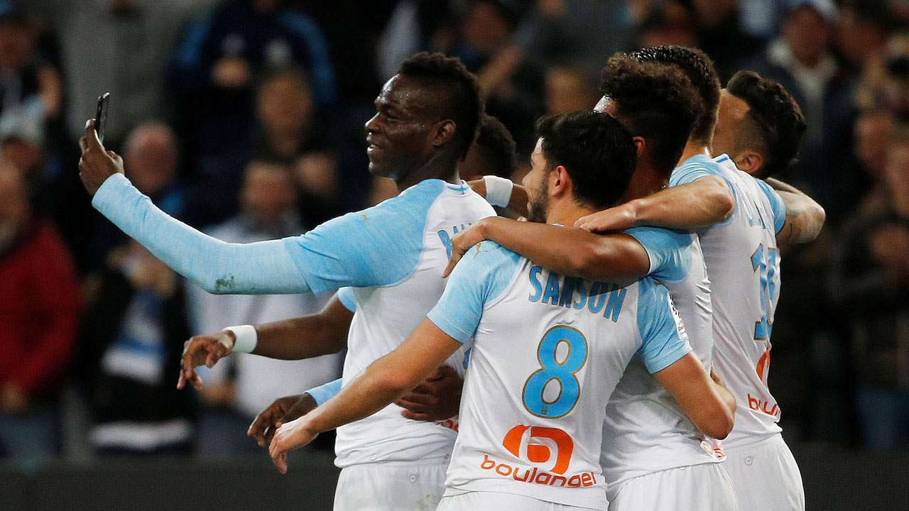 Balotelli Makes A Controversial Goal Celebration, Goes Live On Social Media (Video)