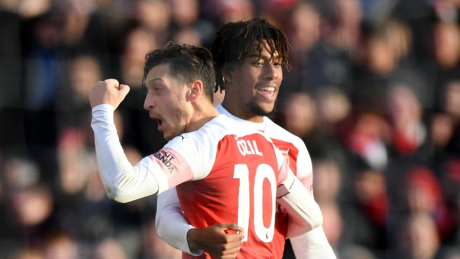 Iwobi defends Ozil Amid Fans Criticism