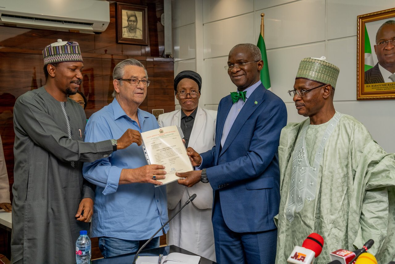 Westerhof Receives House Gift From FG 25 Years After AFCON 1994 Success