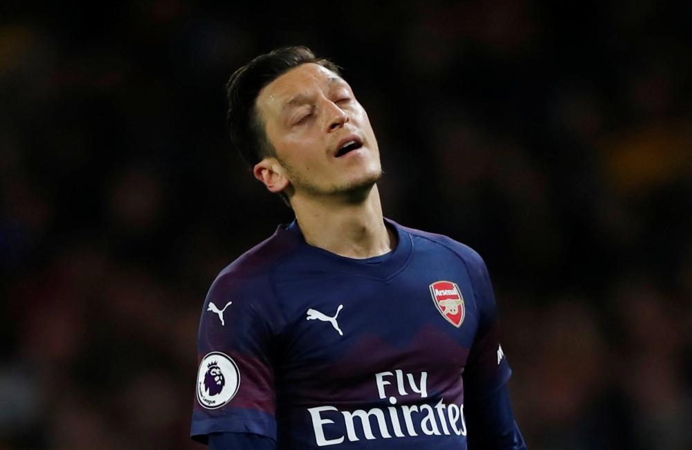 Ozil Urged To Copy Bergkamp Example