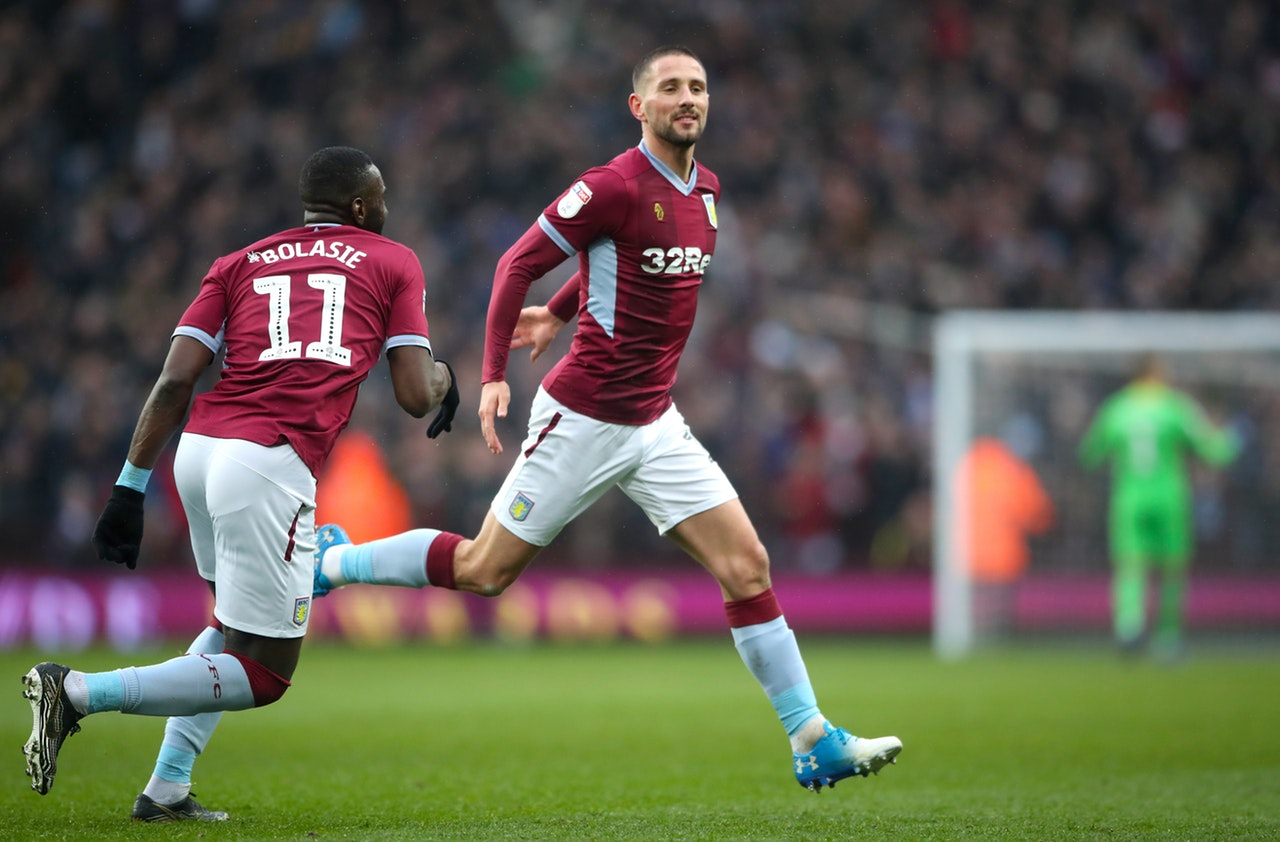 Irish International, Hourihane Signs New Contract