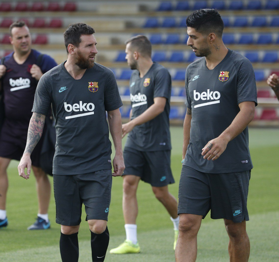 Messi Unhappy With Luis  Suarez Sale