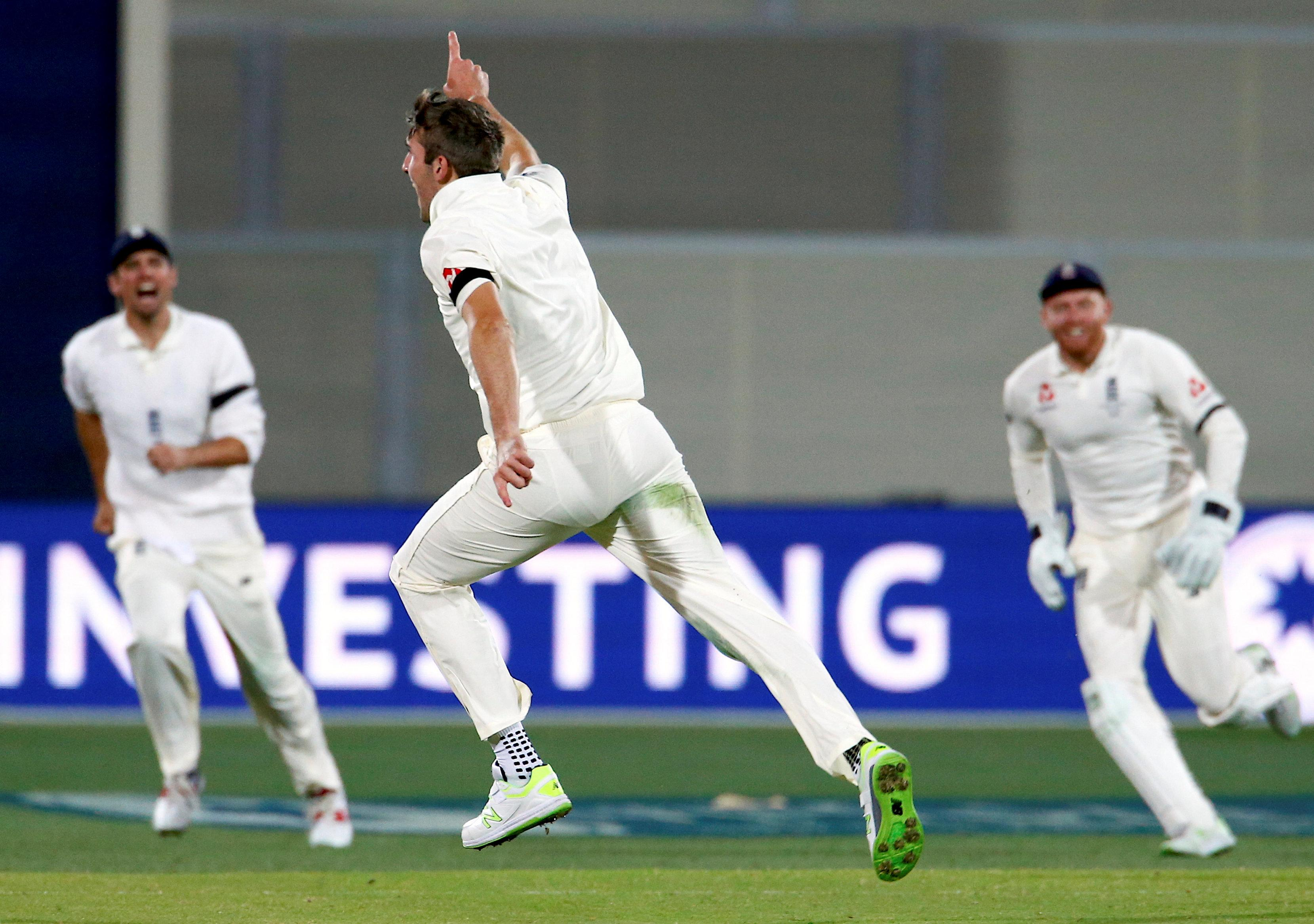 Overton In For Woakes In Manchester