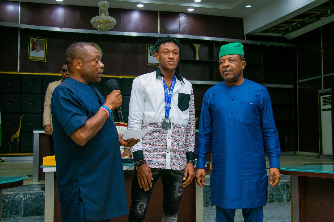 Ihedioha Donates Two Buses To Imo Sports Commission, Rewards Athletes, Coaches With Scholarships, Cash