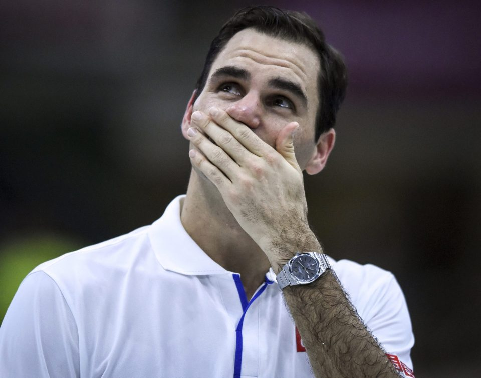 Federer Breaks Down In Tears As Maradona  Calls Him The Greatest Tennis Player In Touching Message