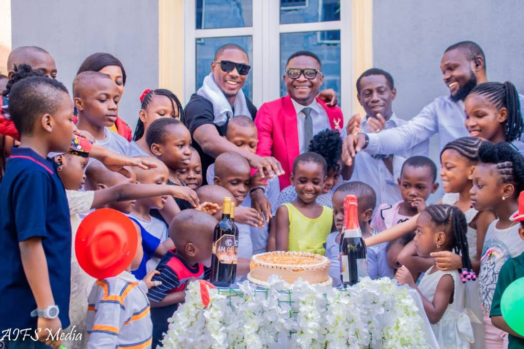 Ighalo Celebrates Xmas With Own Lagos Orphanage Children