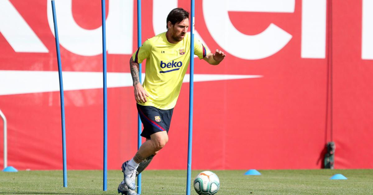 Messi seen sprinting as Barcelona train at Camp Nou