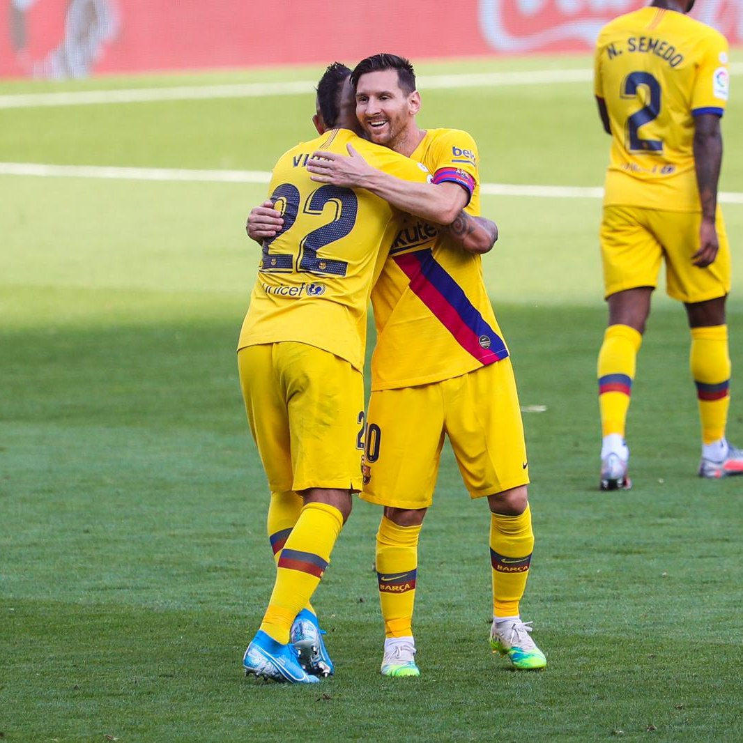 Lionel Messi assists for Barcelona in win, holds two new records