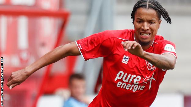 Ebuehi In Action As Twente Beat Groningen To Go Top In The Netherlands; Simon Suffers Defeat With Nantes