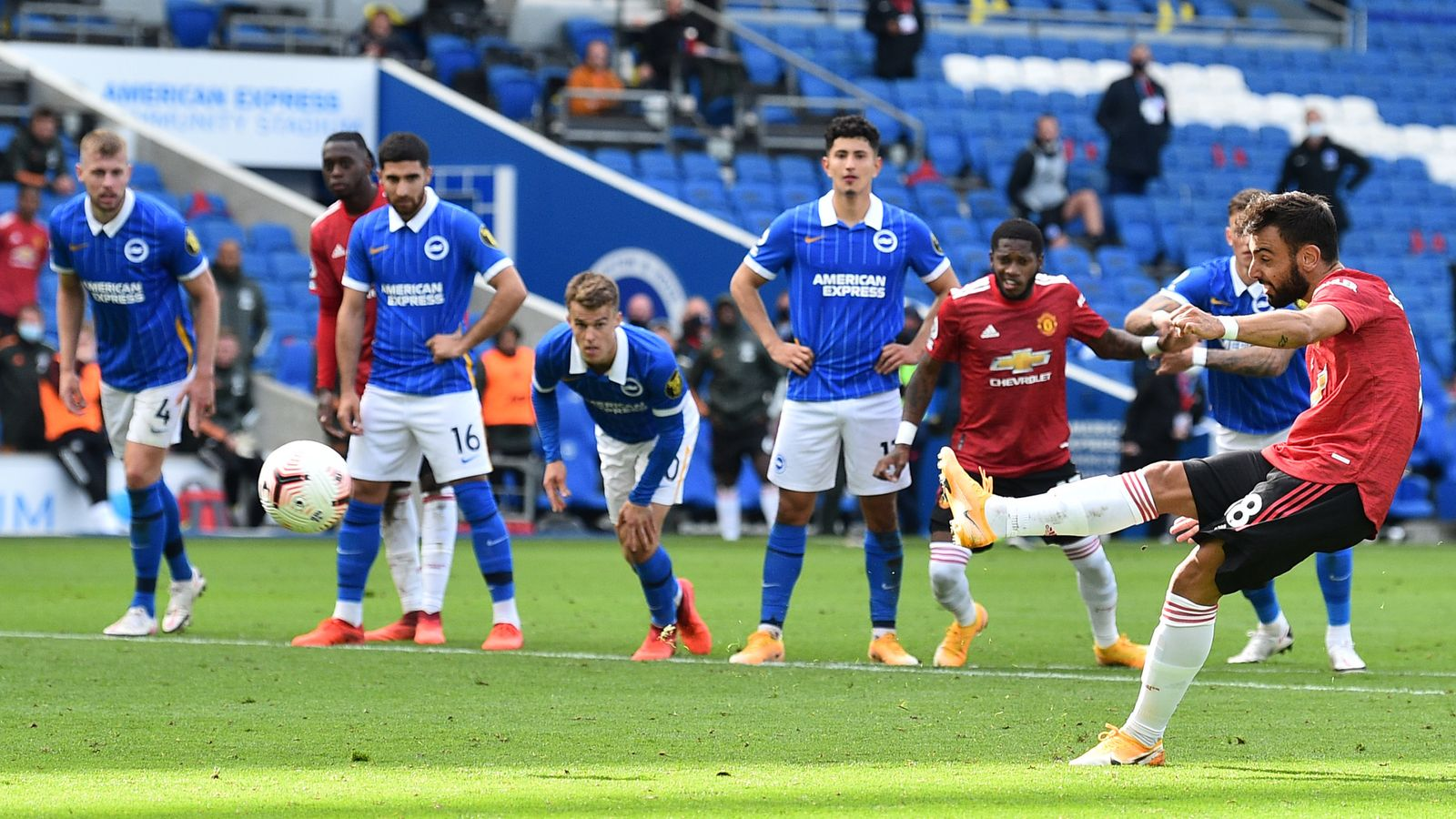 Premier League : Ighalo Missing As Fernandes Last-Gap Penalty Seals Win  For Man United Vs  Brighton