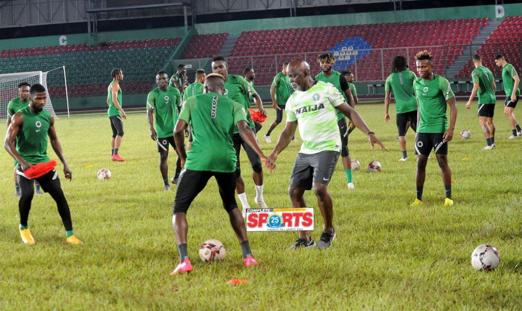 PHOTOS: Dare, Pinnick Dazzle Join Eagles In Training Session