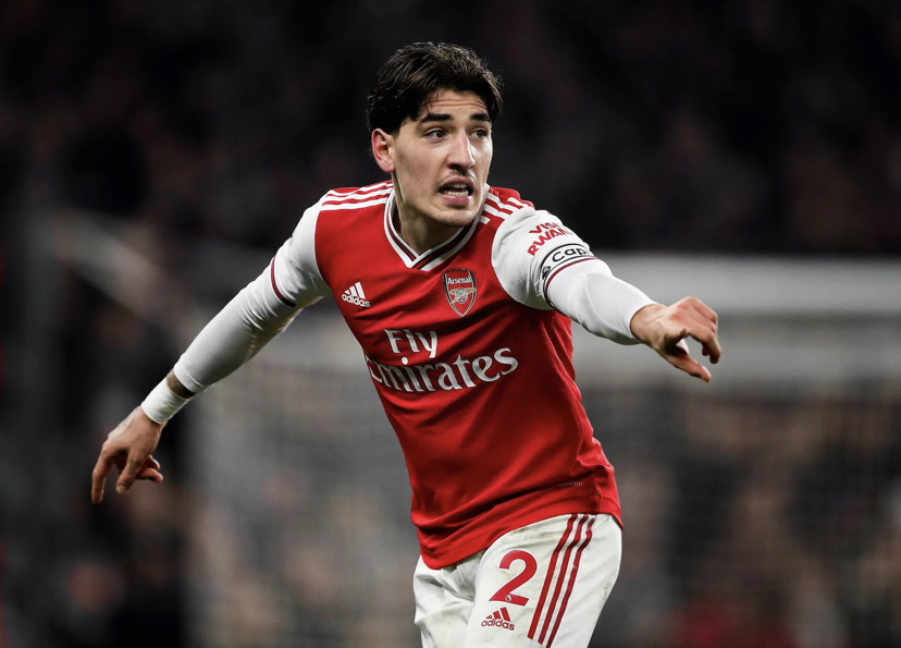 PSG Considering Move For Bellerin