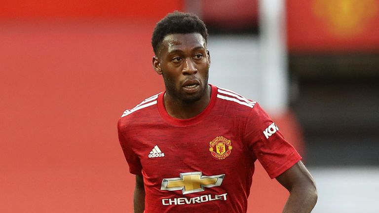 Leverkusen sign defender Fosu-Mensah from Man United